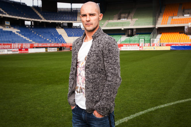 Benjamin Nivet, sur la pelouse du Stade de l'Aube, à Troyes.