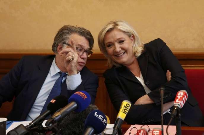 Gilbert Collard et Marine Le Pen avaient diffusé, en 2015, des photos d'exactions commises par Deash sur leurs comptes twitter.