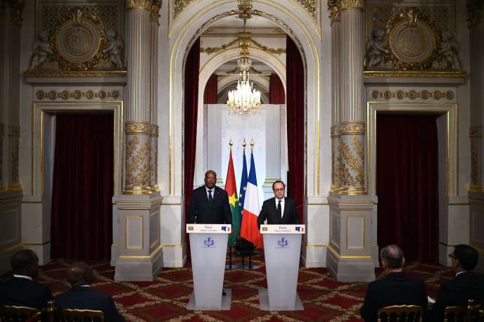 Le président burkinabé Roch Marc Christian Kaboré et François Hollande à l'Elysée le 5 avril 2016.