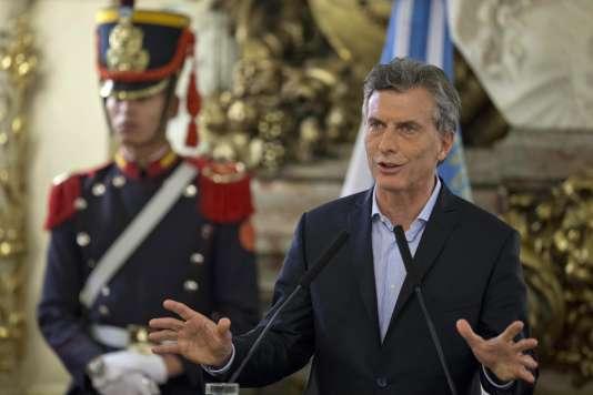 """Le quotidien """"La Nacion"""" a soutenu la candidature présidentielle de Mauricio Macri, (ici le 7 avril 2016 à Buenos Aires)."""