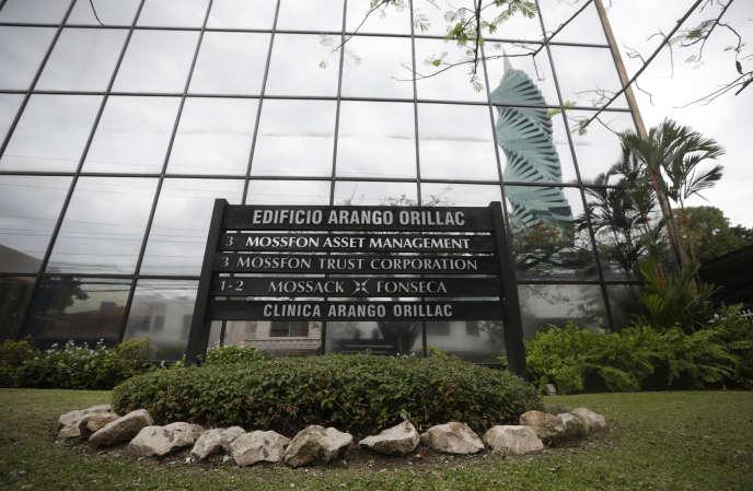 Devant le siège de Mossack Fonseca au Panama.