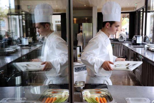 Parmi les écoles privées, certaines préparent aux métiers de la gastronomie. AFP PHOTO / NICOLAS TUCAT