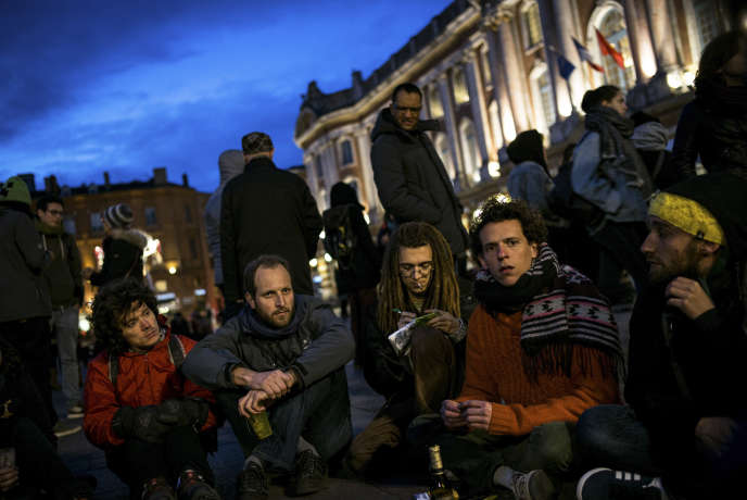 Sur la place du Capitole à Toulouse, dans la soirée du 8 avril.