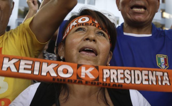 Partisans de Keiko Fujimori, à Lima, le 10 avril.