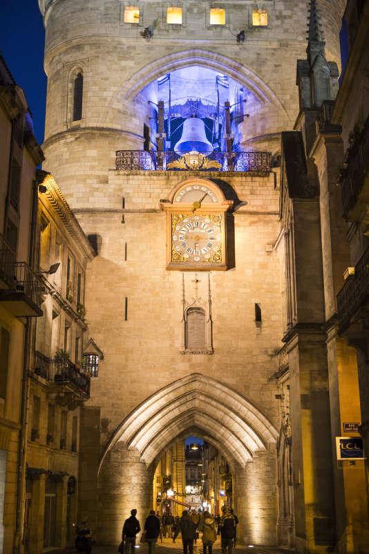 La Grosse cloche du beffroi a été fondue en 1775 et pèse pas moins de 7 750 kg ! «Armande-Louise » (c'est son nom de baptême) sonne 6 fois par an à l'occasion des grandes célébrations.