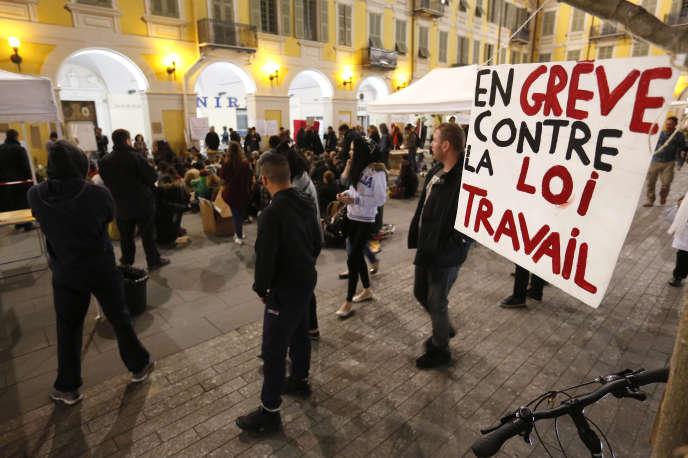 Lors de la Nuit debout à Nice le 11 avril 2016.