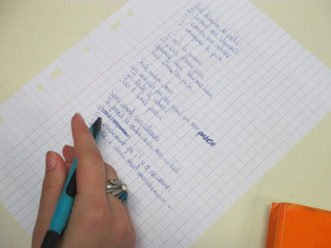 Brouillon d'une élève de troisième, devant écrire sur le thème du départ des migrants de leur pays.