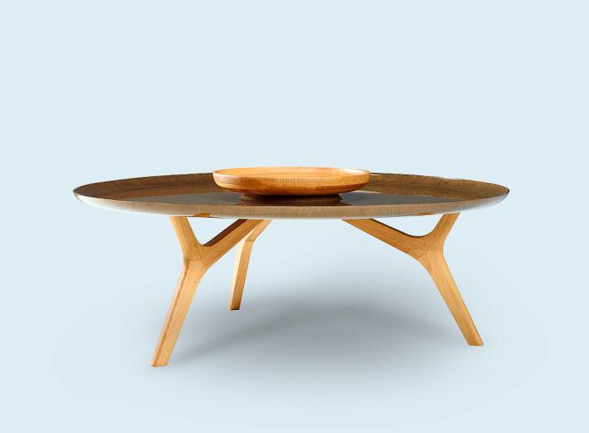 Une table basse végétale créée par Noé Duchaufour-Lawrance pour l'éditeur de mobilier SaintLuc.
