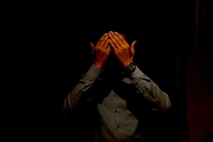 Un homosexuel marocain qui témoignage de manière anonyme. L'homosexualité est encore condamnée par la législation marocaine.