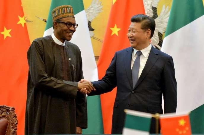 Le président du Nigeria, Muhammadu Buhari, et le président chinois, Xi Jinping, à Pékin le 12 avril.