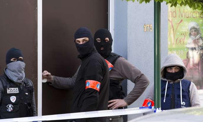 Trois personnes interpellées à Uccle, mardi 12avril, ont été interrogées «de manière approfondie» mais relâchées.
