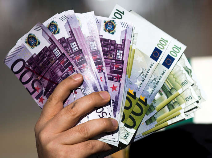 A 1500euros paradulte et 750euros par mineur, le revenu de base coûterait1000milliards d'euros, soit la moitié du PIB.