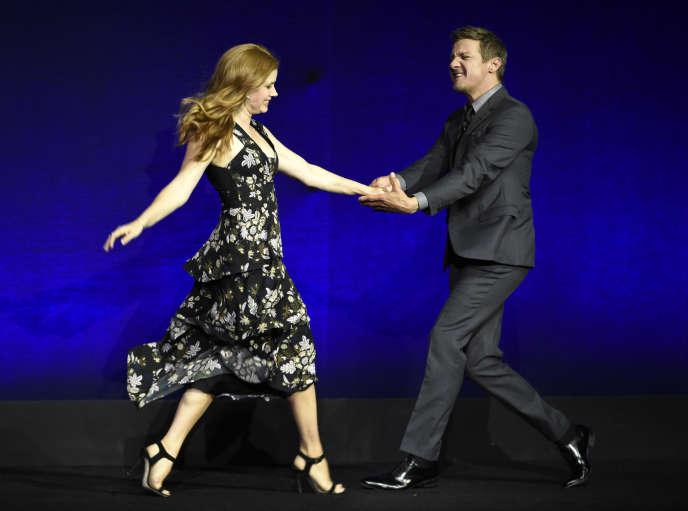 Amy Adams et Jeremy Renner, lors de la présentation du film « Story of Your Life », de Denis Villeneuve, le 11 avril à Las Vegas. « Il y a beaucoup de points communs entre la danse et le management. Les étudiants apprennent à être tour à tour meneurs puis menés », selon la chorégraphe Emilie Hervule.