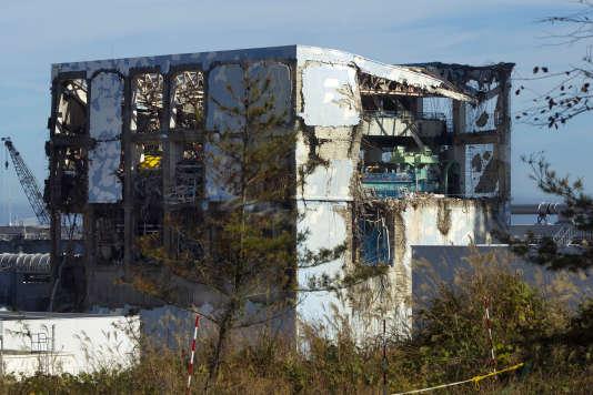 Le bâtiment de l'Unité 4 du réacteur de Fukushima, au Japon, le 12 novembre 2011.