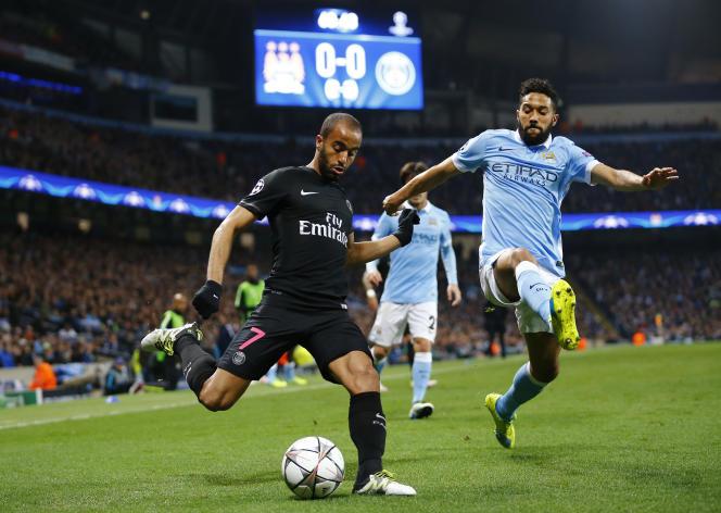 Gaël Clichy face au Parisien Lucas, lors du quart de finale retour de Ligue des Champions à l'Etihad Stadium.