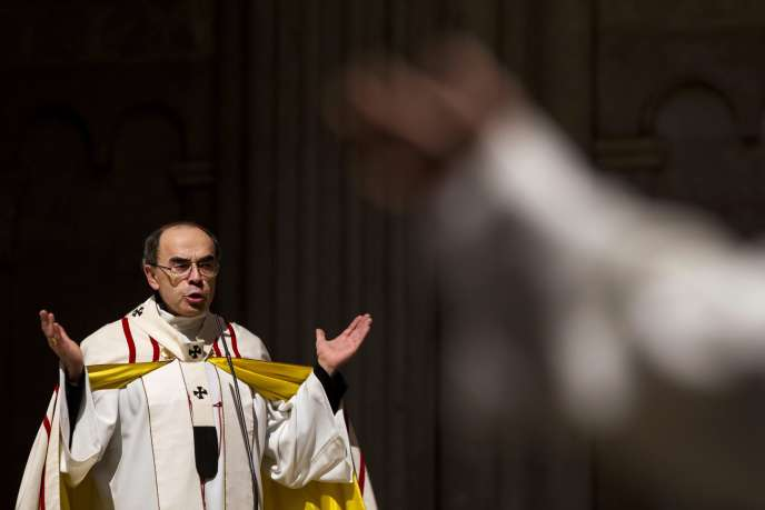Le cardinal Barbarin à la Cathédrale Saint Jean, à Lyon, le 3 avril 2016.