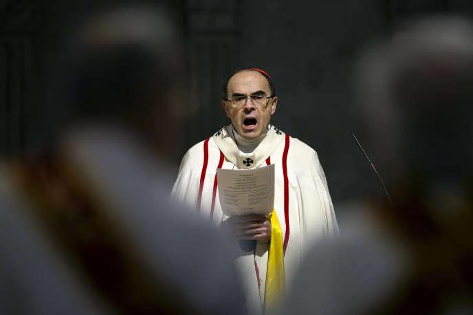 Le cardinal Philippe Barbarin, lors d'une messe à Lyon, le 12 avril.