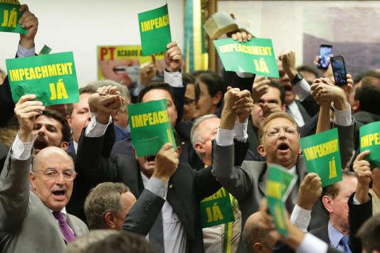 La commission chargée d'analyser la procédure d'impeachment a  voté en faveur de la destitution de Dilma Roussef  à Brazilia le 11 avril 2016.