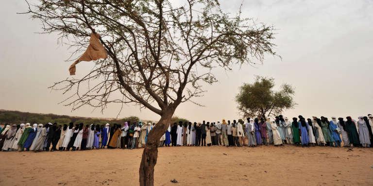 Réunion touareg au Niger, en juin 2012.