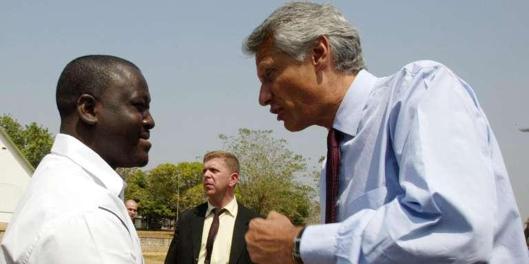 Le ministre français des affaires étrangères, Dominique de Villepin, et Guillaume Soro, chef de la rébellion ivoirienne, le 4 janvier 2003 à Bouaké (centre de la Côte d'Ivoire).