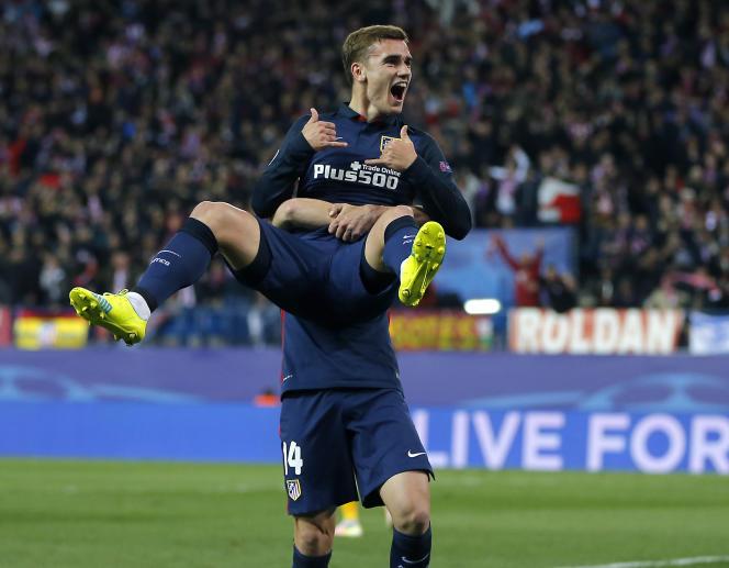 Antoine Griezmann célèbre son deuxième but face au FC Barcelone à Vicente Calderon, qualifiant son club en demi-finales de Ligue des Champions.