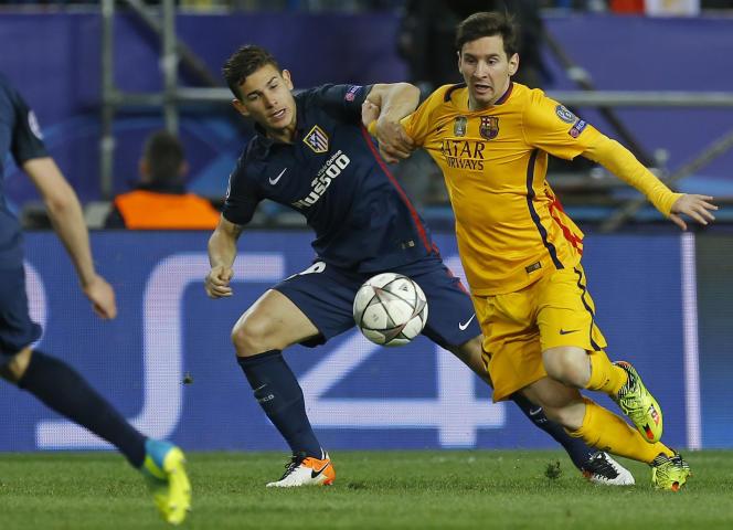 Lucas Hernandez au duel avec Lionel Messi lors du match retour des quarts de finale de Ligue des champions au stade Vicente-Calderon.