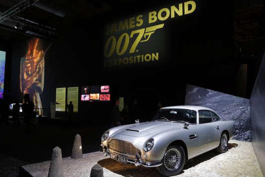 """L'Aston Martin DB5 du film """"Goldfinger"""" à  la Villette in Paris, le 13 avril 2016."""