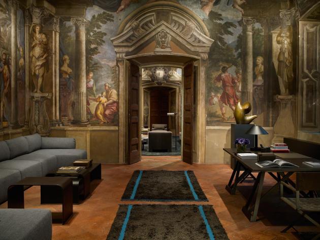 La collection Bottega Veneta Home dans la boutique située dans un bâtiment historique du XVIIIe siècle, à Milan.