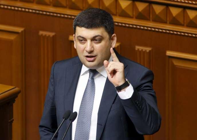 Volodymyr Groïsman, devant la Rada, le Parlement ukrainien à Kiev, jeudi 14 avril.