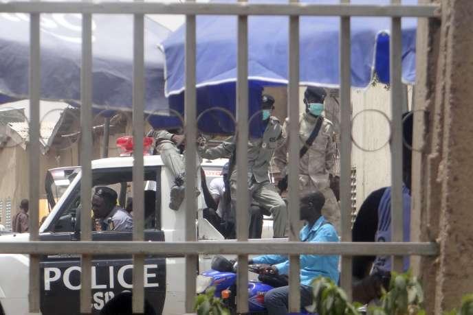 Forces de l'ordre à N'Djamena le 14 avril, stationnées en ville pour prévenir les troubles après un scrutin contesté par l'opposition.