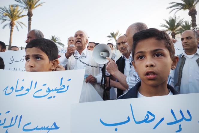 Manifestation en faveur de Faïez Sarraj sur la Place des Martyrs, à Tripoli, le 8 avril 2016.