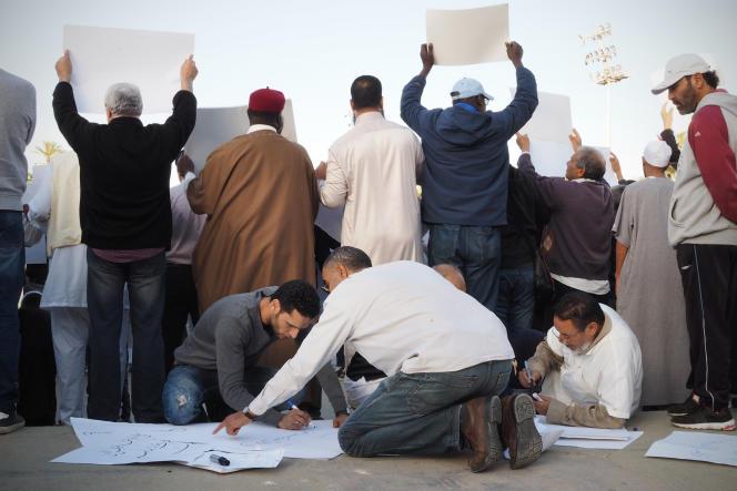 Manifestation pro-Sarraj sur la place des Martyrs à Tripoli, le 8 avril 2016.