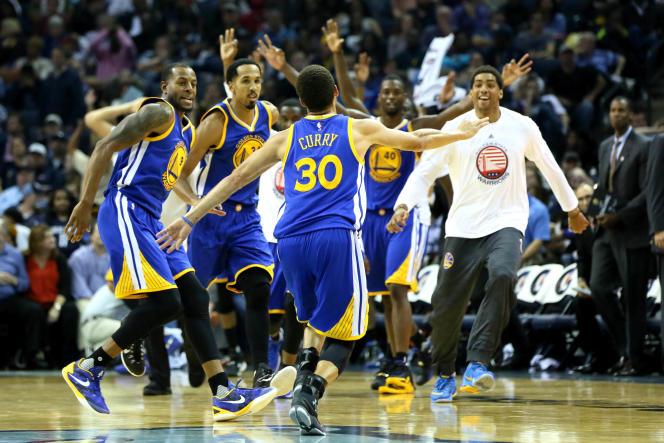 Stephen Curry et l'équipe des Golden State Warriors, en novembre 2015.