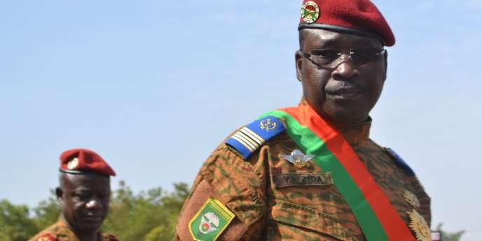 Yacouba Isaac Zida, alors lieutenant-colonel, en novembre 2014 à Ouagadougo, époque de la transition qu'il a assurée en tant que premier ministre au côté du président Michel Kafando.