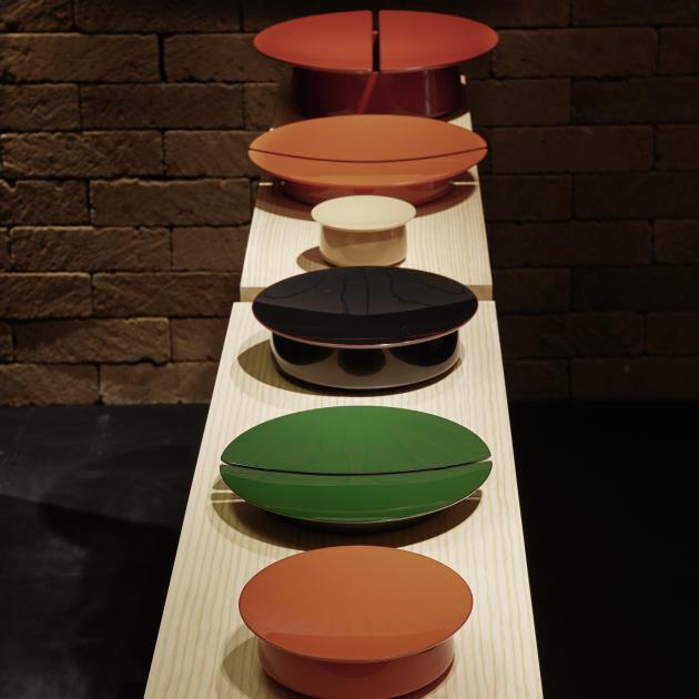 Les boîtes de laque par le designer français Pierre Charpin pour Hermès.