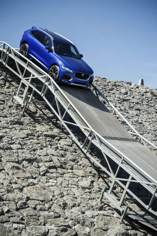 Jaguar espère, avec ce SUV, attirer des quinquagénaires habitués à d'autres marques.