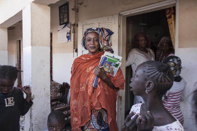 Khadija Dramé, à Dakar en mars 2016. Elle est l'une des marraines de quartier  qui éduquent les femmes à la contraception.
