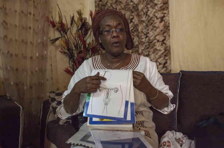 Fatou Hane, 59 ans, est la présidente des marraines de quartier, qui s'occupent de fournir à la population des renseignements sur la contraception.