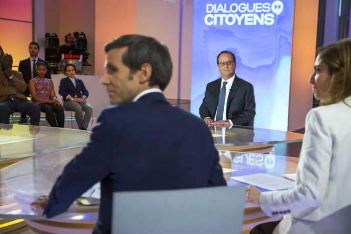 François Hollande, président de la république, participe à l'émission «Dialogues citoyens» sur France 2 le  jeudi 14 avril 2016.