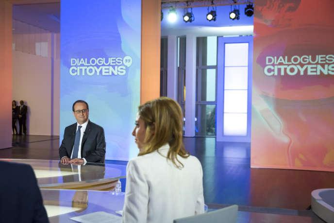 François Hollande, sur leplateau de «Dialogues citoyens», le 14avril.