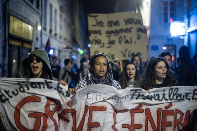 Lors d'une manifestation de Nuit debout, le 14 avril, à Besançon (Doubs).
