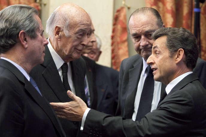 Les anciens présidents de droite à gauche : Nicolas Sarkozy, Jacques Chirac, Valéry Giscard d'Estaing et l'ancien président du Conseil constitutionnel Jean-Louis Debré, en mars 2010.