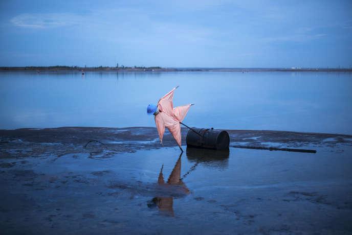 Bassin de décantation après filtrage de sable bitumineux, à Fort McMurray, au Canada.