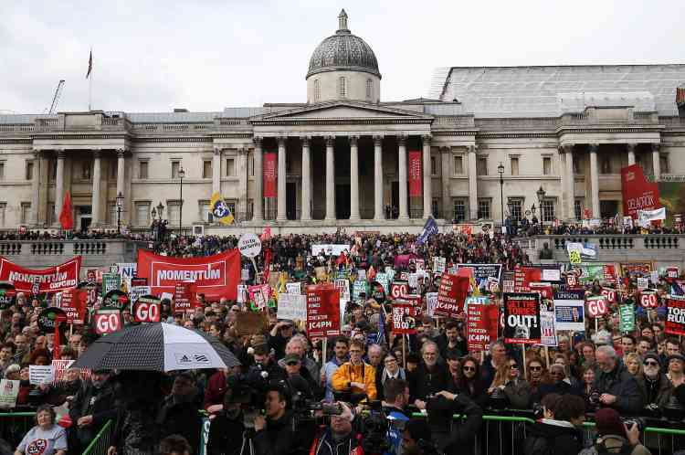 Les médias britanniques ont évalué à cinquante mille le nombre de participants à ce défilé. La police n'a pour l'heure fourni aucun chiffre.