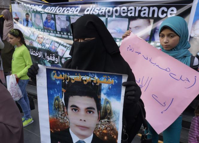Des familles de disparus manifestent auCaire le 21mars, jour de la Fête des mères.