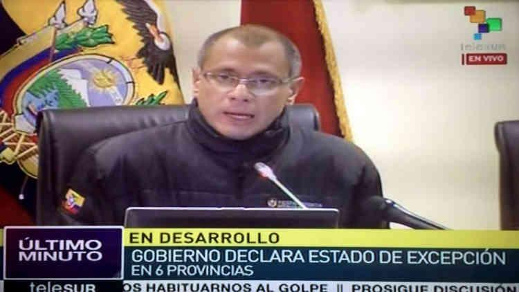 Le vice-président, Jorge Glas, a déclaré que le bilan pourrait s'alourdir dans les heures à venir et que le séisme de samedi soir était le plus grave qui ait touché l'Equateur depuis 1979. Cette année-là, une forte secousse avait fait 600 morts et 20000 blessés et d'importants dégâts dans plusieurs provinces du pays. L'état d'exception a été décrété dans tout le pays.