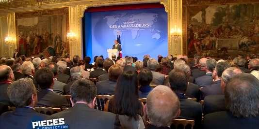 Discours du président Hollande à La Semaine des ambassadeurs, à Paris, en 2015.