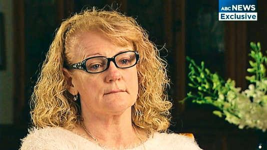 L'Australienne Karen Nettleton raconte dans un reportage diffusé en juin 2015 sur ABC (Australian Broadcasting Corporation) son combat désespéré pour retrouver ses petits-enfants abandonnés en Syrie.