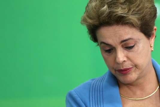 La présidente du Brésil, Dilma Roussef, lors d'une conférence de presse, le18avril2016 à Brasília.