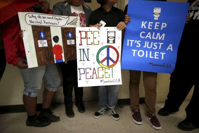 Des élèves du collège Santee Education Complex ont milité pour des toilettes neutres dans le district de Los Angeles, en avril dernier.